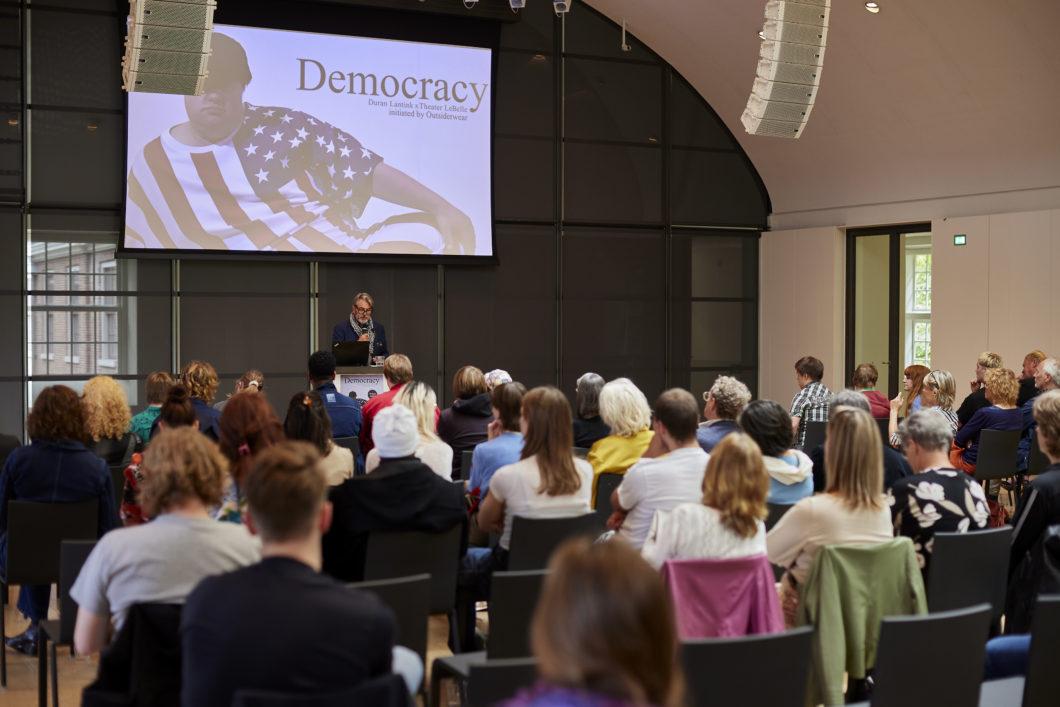 Democracy geopend 6